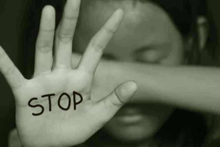 <b>Violenza a ragazza in Circumvesuviana, tre fermi</b>