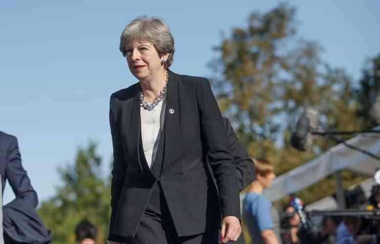 <b>Brexit: Theresa May ottiene la fiducia del Parlamento</b>