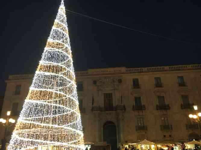 Raccolta Ferro Vecchio Catania natale 2019, mercatini dell'artigianato con luminarie e